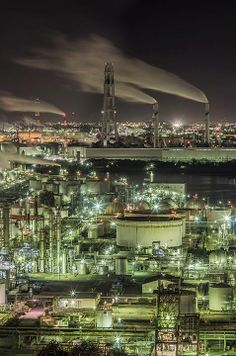 Night View of Plants, Japan 工場夜景 Champs, Oil Refinery, Urban Industrial, Industrial Photography, Beautiful Sites, City Landscape, Night City, Another World, City Lights