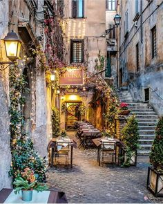 Alley of the Traverse Rome ITALY. What is Art ? The Places Youll Go, Places To Visit, Outdoor Cafe, Beautiful Places To Travel, Wonderful Places, Northern Italy, Travel Aesthetic, Rome Italy, Italy Travel