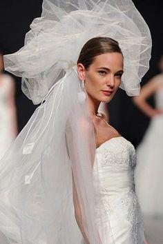 <3 the glamour tiara head piece.