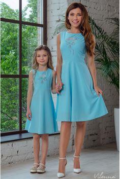 Сукня для дівчинки з квітковою вишивкою та оригінальними зав'язками на спині • колір: блакитний • інтернет магазин • vilenna.ua