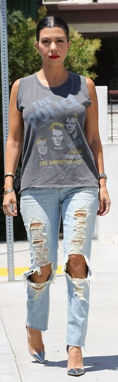 Who made  Kourtney Kardashian's gold jewelry, gray print tee, and silver cap toe pumps?
