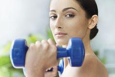 حالا میخوایم یک سری برنامه و ورزش بهتون یاد بدیم برای قوی کردن عضلات درونی بازو و سر شونه هاتون. این ورزش ها اثر خودشون رو بعد از حداقل ۳ بار انجام دادن در هفته و گذشتن ۲ ماه به وضوح نشون میدن. و بعد برای نگه داشتن این اثر هفته ای ۱ یا ۲ مرتبه باید تکرار بشن.__