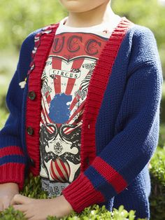 A look from the Gucci Children's Spring Summer 2017 collection. Little Boy Fashion, Kids Fashion Boy, Gucci 2017, Gucci Kids, Textiles, Fashion Face, Girls Shopping, Kids Boys, Baby Knitting