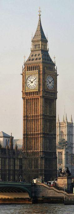 Clock Tower (rebaptisée Elizabeth Tower, et familièrement appelée Big Ben, du nom de sa grande Cloche) – The Parliament, Londres, Angleterre (Royaume-Uni)