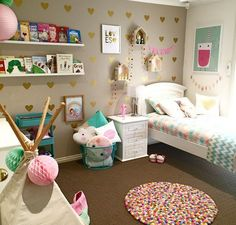 Pretty Little Girl\'s Bedroom Makeover | Gallery wall