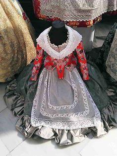 http://www.maniquiesypercheros.es/exposicion-de-indumentaria-valenciana-en-estacion-de-renfe-valencia/
