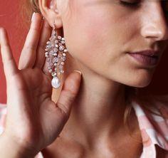 38 отметок «Нравится», 4 комментариев — ETLT handcraft (@etlt.accessories) в Instagram: «#etltbridal crystal earrings details🐚🌿»