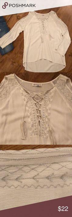 525 America blouse 526 America loose flowy lightweight fabric, a little longer in back, cute with jeans/Jean shorts or as beach cover-up, white with sparkly gray stitching, size small to medium 525 America Tops Tees - Long Sleeve