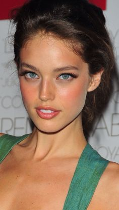 Faces So Beautiful It Hurts - Emily Didonato list Emily Didonato, Dewy Skin, Face Skin, Face And Body, Beauty Makeup, Hair Makeup, Hair Beauty, Beautiful Eyes, Most Beautiful Women