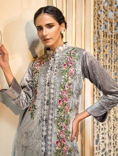 Khas Luxury Pret Formal Silk & Velvet Kurtis Collection 2020 contains embroidered winter formal shirts with organza duappatas and awesome stitching styles Latest Fashion Trends, Fashion Brands, Fancy Buttons, Creative Shirts, Off White Color, Festival Outfits, Comfortable Outfits, Everyday Fashion, Kurti