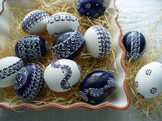modro-biela sada kraslíc / Zboží prodejce darček z farmy Egg Tree, Egg Decorating, Easter Eggs, Diy Projects, Carving, Blue And White, Crafty, Ornaments, Holiday