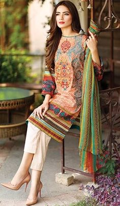 Pakistani Suits: The Amazing Designs For An Evening Party – Fashion Asia Pakistani Dresses Casual, Pakistani Party Wear, Pakistani Couture, Pakistani Dress Design, Indian Dresses, Indian Outfits, Casual Dresses, Fashion Dresses, Eid Outfits Pakistani