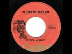 """BRIDEY MURPHY """"The Time Has Come"""" b/w """"Be Your Mother's Son""""1974 Capitol. Produced by WADDY WACHTEL & thanks to ROBIN WILLS ((Barracudas/Pure Pop)) we hear the super rare B side. The US one sided promo can be found,but the only stock 45s are from the Philippines! Waddy joined the Cowsills when Bill left for the """"On My Side"""" lp. Bridey Murphy is Waddy after his solo 45  + Barry & Paul Cowsill w/Bill Cowsill after his solo lp. Waddy's B side gem so American & so UK Glam at same time. Listen on…"""