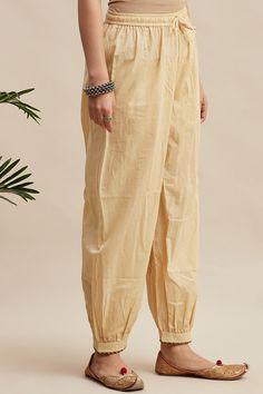Salwar Designs, Kurta Designs Women, Stylish Dress Book, Stylish Dresses, Cute Night Outfits, Office Wear Women Work Outfits, Kurta Patterns, Pants For Women, Women Trousers