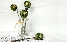 Savoury Cake Pops with Smoked Salmon and Chives Rye Bread, Smoked Salmon, Savoury Cake, Cakepops, Plant Hanger, Glass Vase, Favorite Recipes, Food Ideas, Cheese
