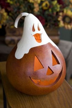 Gourd jack o lantern, carving pumpkins, ghost, Halloween decor Halloween Gourds, Halloween Boo, Holidays Halloween, Halloween Crafts, Halloween Decorations, Fall Crafts, Holiday Crafts, Holiday Fun, Gourds Birdhouse