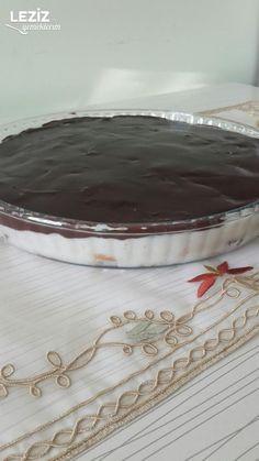 Yalancı Profiterol Yapımı Pie Dish, Deserts, Dishes, Cake, Food, Hibiscus, Desserts, Mudpie, Flatware