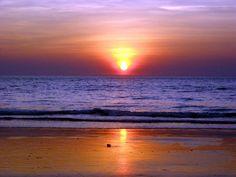 Beaches of Goa - The best places to visit in India Beautiful Sunset, Beautiful Places, Amazing Sunsets, Easy Meditation, Goa India, New Energy, Yoga Retreat, India Travel, Incredible India