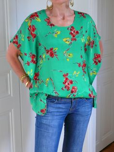 Top with flowers - beautiful finishes for this simple top. clear tutorial to calculate size