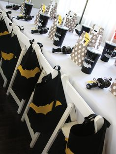 Modern Batman Birthday Party {with DIY Gotham City!}Party Table