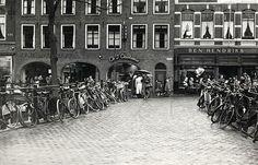 Oudegracht Jansbrug 1957 | Met pianohandel + muziekschool Wagenaar; Bonthandel Chiotakis + Modehuis Ben Hendriks