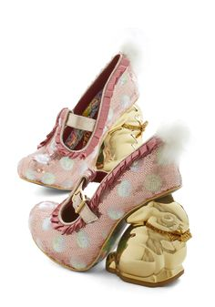 Glitz On and Hoppin' Heel. Bring a party everywhere you hop in these rosy-pink pumps from hard-to-find Irregular Choice Gold Label. Quirky Shoes, Unique Shoes, Cute Shoes, Me Too Shoes, Pink Pumps, Pink Shoes, Pumps Heels, High Heels, Gold Pumps