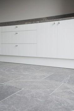 1000 images about natuursteen vloeren on pinterest belgian blue photo galleries and floors - Lichtgrijze gang ...
