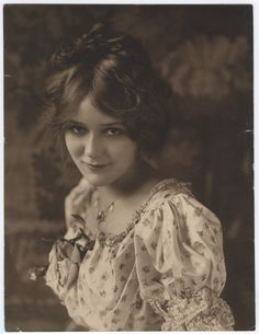 autowiwisekcja:  A very rare photo of Mary Pickford