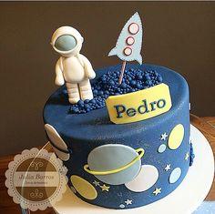 Mesversario 2nd Birthday Party Themes, Baby Birthday Cakes, Rocket Cake, Planet Cake, Dessert Oreo, Cupcakes Decorados, Galaxy Cake, Barbie Cake, Cute Cakes