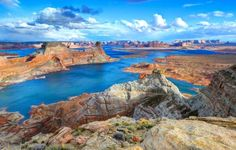 #LakePowell, #Utah/Ariz. The reservoir of Lake Powell lies on the Colorado River, mostly in Utah but with some of it stretching into Arizona. Two million people come here every year to marvel at this man-made lake surrounded by Mars-like terrain. In fact, Lake Powell is so extraterrestrial-esque that it's been the shooting location for 45 films and television shows, including Gravity, Doctor Who, and Planet of the Apes. Part of the Glen Canyon National Recreation Area, Lake Powell is a great…