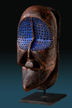 LUWA LUWA MASK Superb Luwaluwa mask with blue print From Congo Made in late 19 - century made of wood. African Masks, African Art, African Sculptures, Art Premier, Cool Masks, Carnival Masks, Masks Art, Indigenous Art, Naive Art