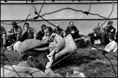 Gilles Peress BOSNIA AND HERZEGOVINA. 1993. Prisoners near Vitez Magnum Photos Photographer Portfolio