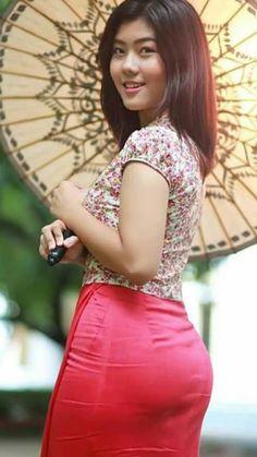 39 x 99 Satin Bodycon Dress, Burmese Girls, Long Dress Fashion, Myanmar Women, Beautiful Asian Women, Asian Fashion, Asian Woman, Sexy Dresses, Asian Beauty