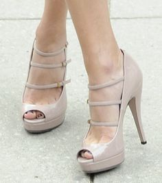 HOLY Nude Gucci Pumps <3