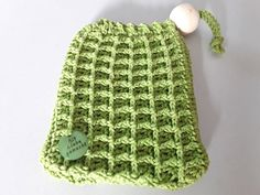 Crochet soap bags – Free instructions from our reader Kerstin Huwe – socken stricken Learn How To Knit, How To Start Knitting, Knitting For Beginners, Bag Crochet, Crochet Diy, Crochet Hats, Crochet Stitch, Knitted Bags, Knitted Blankets