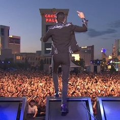 Brandon Flowers/frontman of The Killers's photos – 68 albums