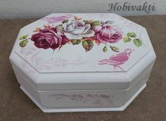Shabby Chic Boxes, Makeup Table Vanity, Diy And Crafts, Arts And Crafts, Box Roses, Decoupage Box, Pretty Box, Altered Boxes, Jewellery Boxes