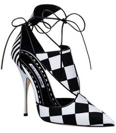 Manolo Blahnk Spring-Summer 2016 stunning black and white pump.