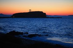 Tags: Naxos island, Naxos Chora, Naxos GReece / Χώρα Νάξου, Πορτάρα Νάξος, Νάξος, Portara Naxos, Portara Naxos Sunset 💙 Find out more 👉: LilyWasHere.gr