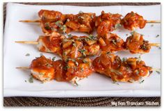 A recipe for chicken cacciatore skewers. These grilled chicken skewers are smothered in herb seasoned tomato sauce and mushrooms. Ragu Pasta Sauce, Pasta Sauce Recipes, Food On Sticks, Ragu Recipe, Grilled Chicken Skewers, Cornish Hens, Chicken Cacciatore, Mushroom And Onions, Kabobs