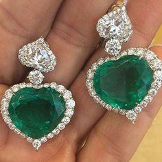 #Alarbashjewelry#marvellous#32carat #emerald#and#diamonds@Chopard #earrings#princelygifts#bestemerald #giftformillionaire#rarejewels  #fitforaqueen#giftforlife