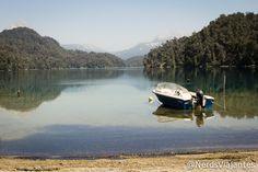 Barco no Lago Espejo Chico - Rota dos Sete Lagos - Argentina. #FotodeViagem #Barcos