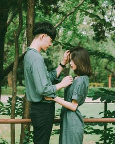 Don't be sad, cause i stay here not because i need, but because i can't to hurt you with this situation. Matching Couple Outfits, Matching Couples, Ulzzang Couple, Ulzzang Girl, Couple Posing, Couple Shoot, Cute Couples Goals, Couple Goals, Stylish Couple