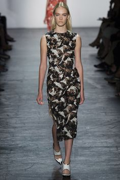 See all the Collection photos from Prabal Gurung Spring/Summer 2016 Ready-To-Wear now on British Vogue Fashion Week 2016, Spring Fashion, Fashion Show, Fashion Design, Women's Fashion, Look 2018, Resort Dresses, Vogue, Prabal Gurung