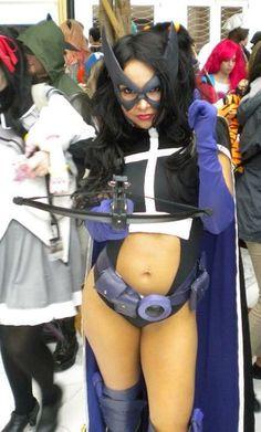 Character: Huntress (Helena Bertinelli) / From: DC Comics 'Birds of Prey' / Cosplayer: Soni Aralynn