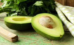 O abacate é uma das frutas mais saborosas que existe, mas muita gente foge do alimento por ela ser a mais calórica entre as frutas.