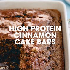 Recipes Snacks Videos These cinnamon cake bars taste just like coffee cake. They're high in protein, low cal, low sugar with no oils or butter and perfect for a healthy snack. High Protein Desserts, Protein Bar Recipes, Protein Cake, Protein Powder Recipes, Snack Recipes, Protein Muffins, Protein Cookies, Protein Foods, Low Calorie High Protein