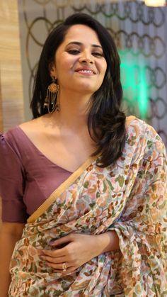 Anasuya Bharadwaj Hollywood Actress Photos, Most Beautiful Hollywood Actress, Hollywood Girls, Beautiful Bollywood Actress, Most Beautiful Indian Actress, Beautiful Actresses, Beautiful Girl Indian, Beautiful Girl Image, Beautiful Saree