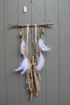 Attrape rêves, dreamcatcher, mobile avec plumes, perles, rubans et bois flotté