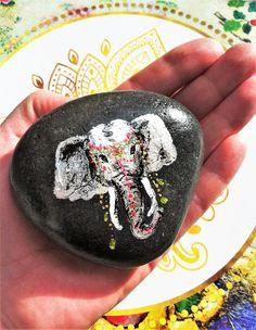 """Liebevoll handbemalter Stein """"Elefant""""  Jeder Stein ist ein von mir handbemaltes Unikat (Acryl) und mit Schutzlack versehen.  Der Stein kann leicht variieren, es handelt sich um ein..."""